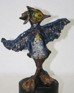 Wijsneus vogel beeld keramiek Silene van Waveren